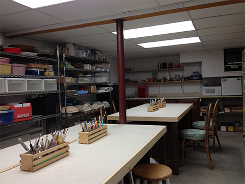 this is the main room where donna teaches and gives demonstrations to her students, two large tables covered with canvas creating the best type of surface for working with clay while at the same time providing a durable and slip resistant surface for watercolor, drawing, painting oils, sclutpure construction and many other meduims